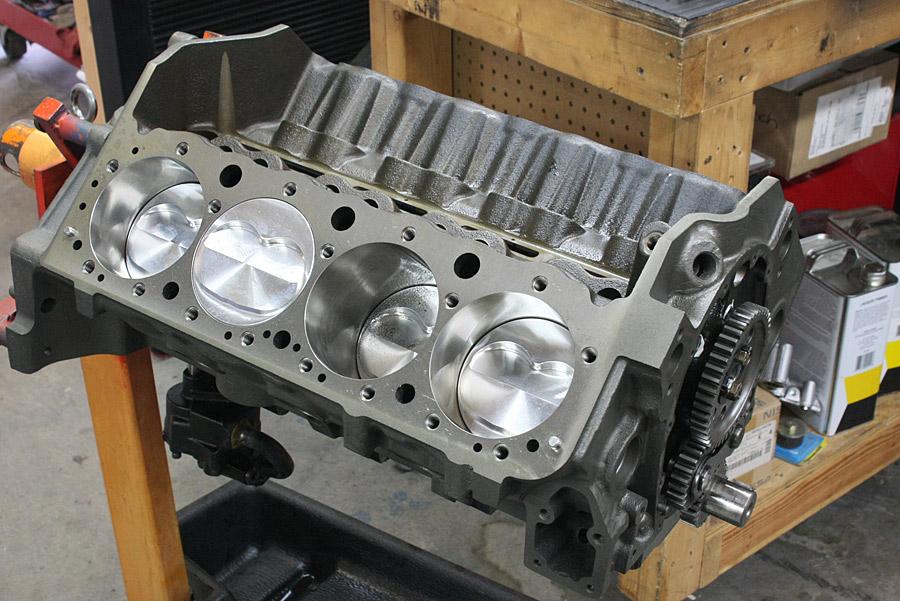 hot rod engine tech hardcore horsepower 39 s 692 hp 406ci chevy hot rod engine tech. Black Bedroom Furniture Sets. Home Design Ideas